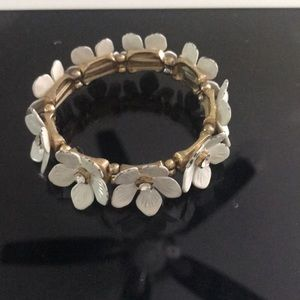 Jewelry - White flower bracelet